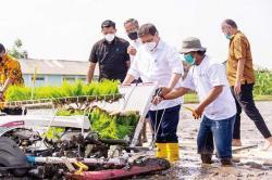 Terapkan Teknologi, Airlangga Dukung Smart Farming Petani Milenial