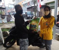 Golkar Riau Bagikan 300 Karung Beras ke Warga Terdampak Covid-19