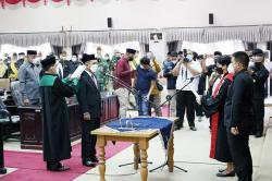 Elda Suhanura Resmi Gantikan SamsudinJadi Ketua DPRD Inhu