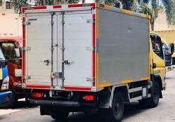 Kendaraan Barang Harus Miliki Stiker Pemantul Cahaya