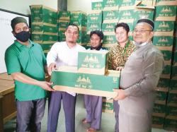 DMI Terima 1.150 Kotak Bahan Pembersih Lantai Masjid