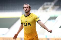 Madrid atau MU, Kane? Ini Saran Van der Vaart