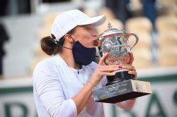 Si Cantik Swiatek Jadi Petenis Putri Termuda Juara di Roland Garros