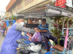 BPC HIPMI Bengkalis Peduli, Bagi Sembako ke Warga dan Tukang Becak