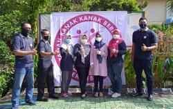 TK Negeri Pembina 1 Pekanbaru Serahkan Hadiah Lomba HUT RI ke-76