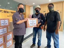 PT RFB Pekanbaru Serahkan Puluhan Sembako kepada Wartawan
