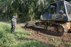 Satgas TMMD Buka Akses Antar Dusun di Ujung Batu Timur