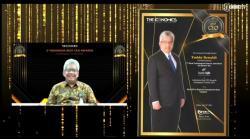 Dirut Bank BJB Raih Penghargaan CEO Terbaik BPD di Indonesia