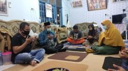 Kunjungi Rumah Korban Sriwijaya Air di Rumbai, Hamdani Lakukan Ini