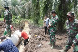 Dansatgas TMMD Ke-110 Tinjau Pembangunan Jalan Ujung Batu Timur