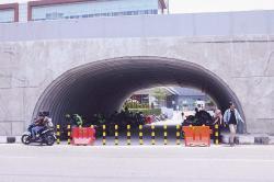 Terowongan di Bawah Flyover Jadi Tempat Parkir
