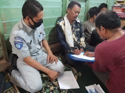 Sehari Berselang, Keluarga Korban Lakalantas di Jalan Lintas Kabun-Tandun Disantuni