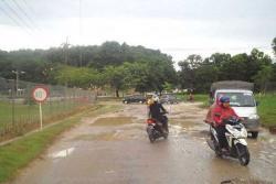 Warga SP 6 Minta Perbaikan Jalan Menuju RSUD Selasih