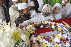 Dedikasi Almarhum Bikin Bangga Riau