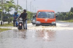 Waspada, Jalan Jendral Sudirman Ujung Terendam Hampir Satu Meter