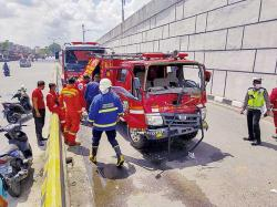 Dua Mobil Damkar Kecelakaan, Petugas Luka-Luka
