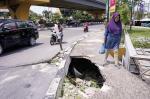 Pedestrian Jalan Imam  Munandar Rusak Parah