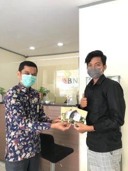 Peringati Hari Batik Nasional, BNI Syariah Bagikan Masker dan Hand Sanitizer