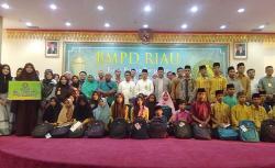 BMPD Riau Muliakan Anak Yatim dan Petugas Kebersihan