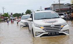 Terios 7 Wonders Menerjang Banjir