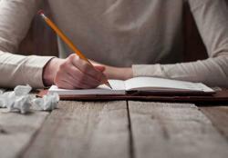 Menulis Jadi Solusi Atasi Stres