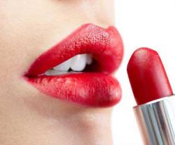 Bibir Makin Indah dengan Polesan Lipstik