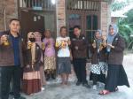 Tim Kukerta STAI Hubbulwathan Bagikan Jamu ke Masyarakat
