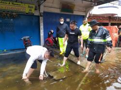 Sejumlah Ruas Jalan dan Rumah Warga Meranti Kebanjiran