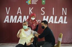 Penyintas, Gubri Syamsuar Jalani Vaksinasi Covid-19 Hari Ini