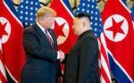 Trump dan Kim Jong Un Berjabat Tangan pada KTT Kedua di Vietnam