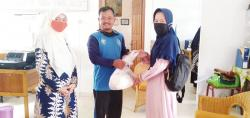 Yayasan Daar En Niswah Bantu Sembako di Lingkungan Al Izhar School dan Keluarga Siswa