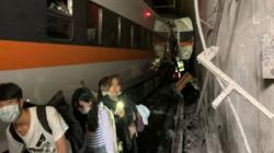 Kereta Api Tergelincir, 34 Penumpang Tewas