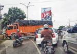 Truk Melintang,  Kemacetan Membentang