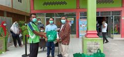 RS Cahaya Berikan 250 Paket Bantuan Sembako