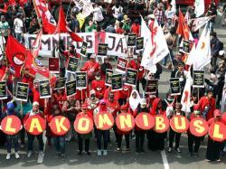 ICW Nilai Omnibus Law Hanya Menguntungkan Pebisnis