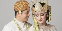 Setelah Resmi Jadi Suami Istri, Adly Fairuz dan Angbeen Minta Maaf