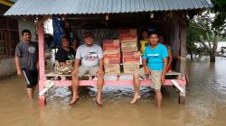 Banjir, Kader Golkar Salurkan 150 Kotak Indomie