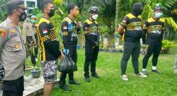 Klub Sepeda Serahkan 45 Paket Sembako di Bantan Timur