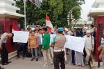 Video Kades Mesum Beredar, Warga Demo Mapolres