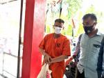 Pakai Rompi Oranye, Plt Bupati Bengkalis Nonaktif Diserahkan ke JPU