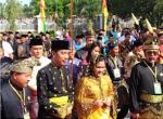 Jokowi dan Istri Kenakan Pakaian Adat Melayu (video)