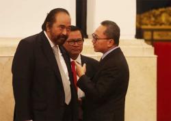 Surya Paloh dan Zulkifli Hasan Berdebat di Istana