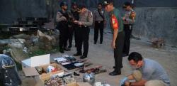 Densus 88 Tangkap Terduga Teroris dan Bahan-bahan Pembuat Bom