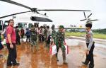 Kasetpres Wakili Presiden Jokowi Serahkan Bantuan Banjir