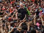 Pemain Brazil Dilempari Batu oleh Suporter
