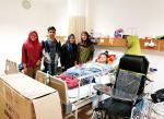 Reni Dapat Kursi Roda Bantuan dari Kerabat