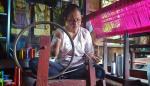 Makin Sedikit Perempuan yang Ingin Menenun
