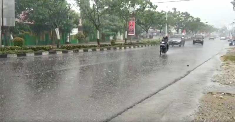 Alhamdulilah, Rohul Diguyur Hujan Lebat Siang Ini.