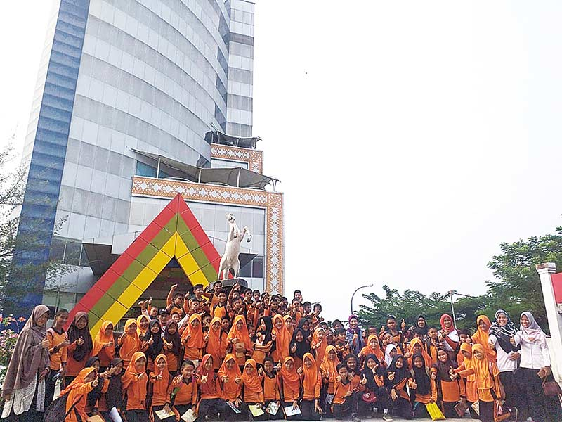 SDN 024 Siak Hulu Belajar ke Riau Pos