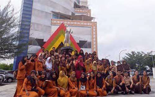 Siswa SMKS Ibnu Taimiyah Pekanbaru Kunjungi Riau Pos